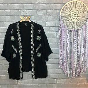 forever 21 // black geometric embroidered kimono m